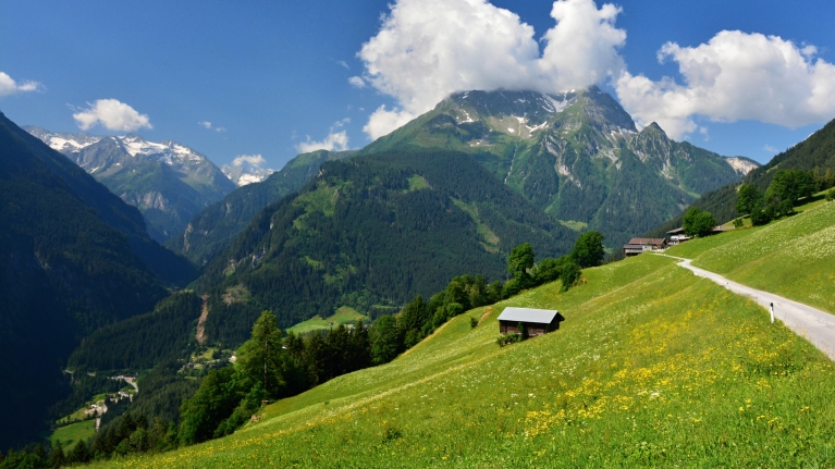 austria-zillertal-mountains-summer-hikes