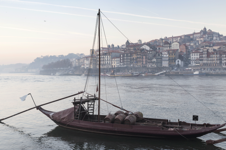 portugal-porto-river-view-boat-sunrise