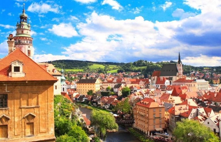 view_of_old_city_of_cesky_krumlov_czech_republic_