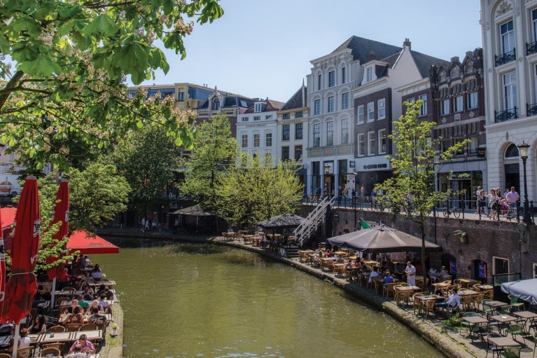 view_of_restaurants_next_to_the_canal_in_utrecht_1280x853px_e_nr-3332