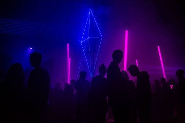 24 hours in Berlin | Club view with sensual pink and blue lights