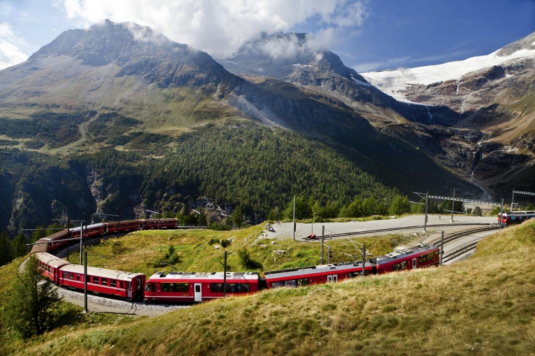 Bernina Express in den Alpen
