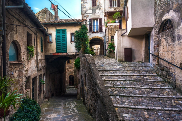 colored_corners_in_the_picturesque_italian_village