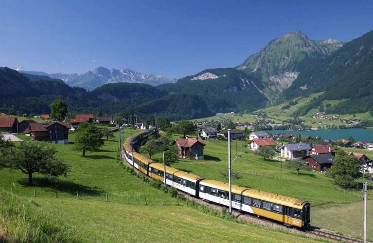 golden_pass_train_crossing_valley1