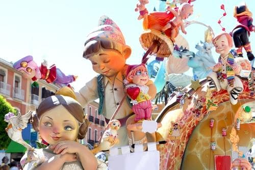 Interrailen in de lente | Las Fallas sculpturen in Valencia, Spanje