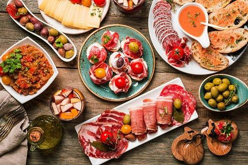 Foodie cities in Spain and France | Spanish tapas on wooden table