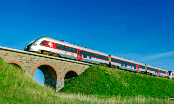 lithuanian-railways-train-on-bridge