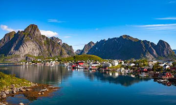 norway-lofoten-panorama-river