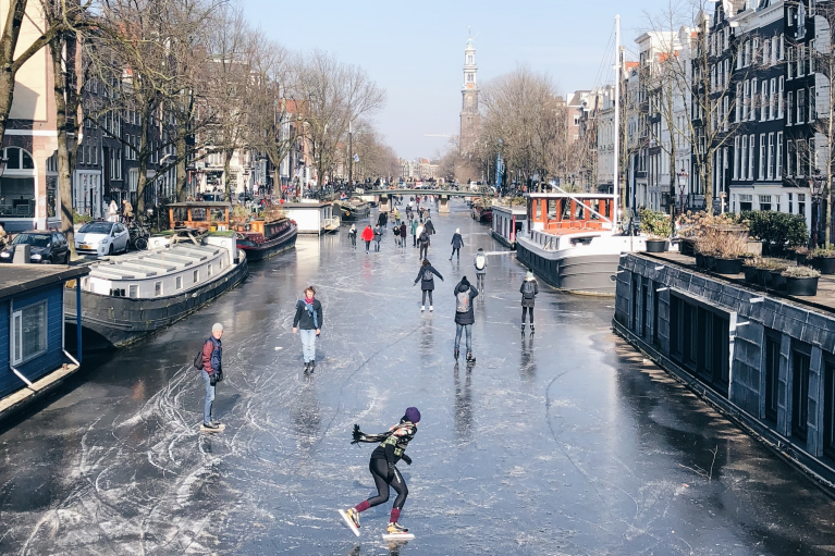 robbert-esser-amsterdam-ice-skating-canal