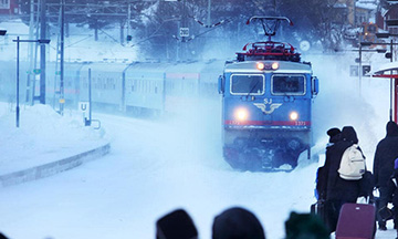 sweden-sj-night-train-in-winter-snow