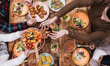eatwith-table-with-food-and-friends